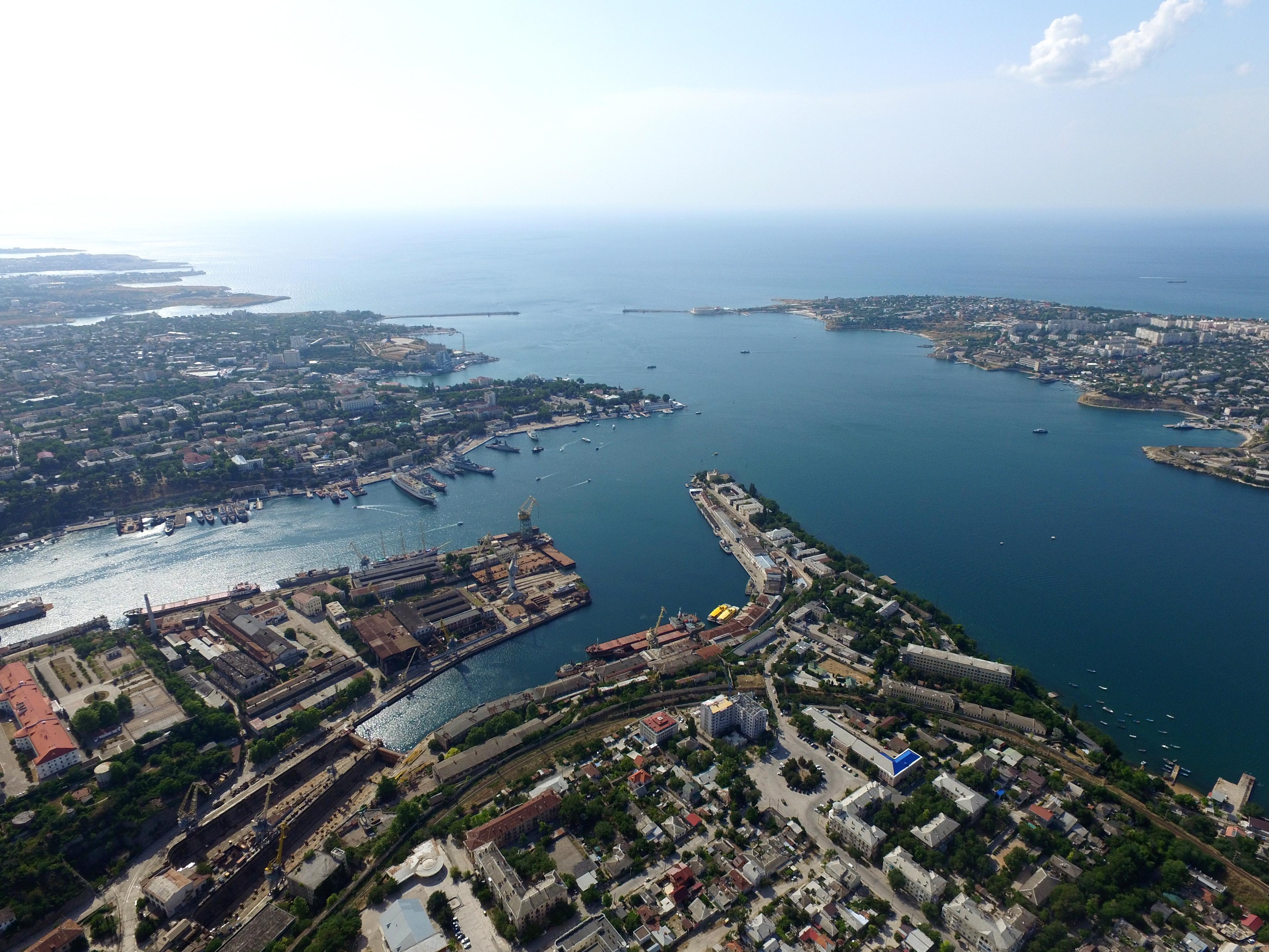 Севастопольская бухта с высоты птичьего полета